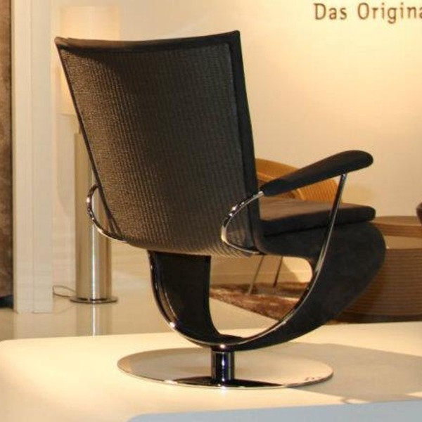 Pivo Chair with Arm Rests 2